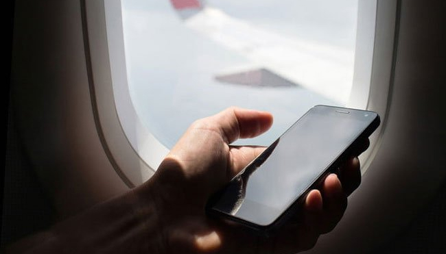 Find Out the Reason For Turning Off Your Cellphone On a Flight